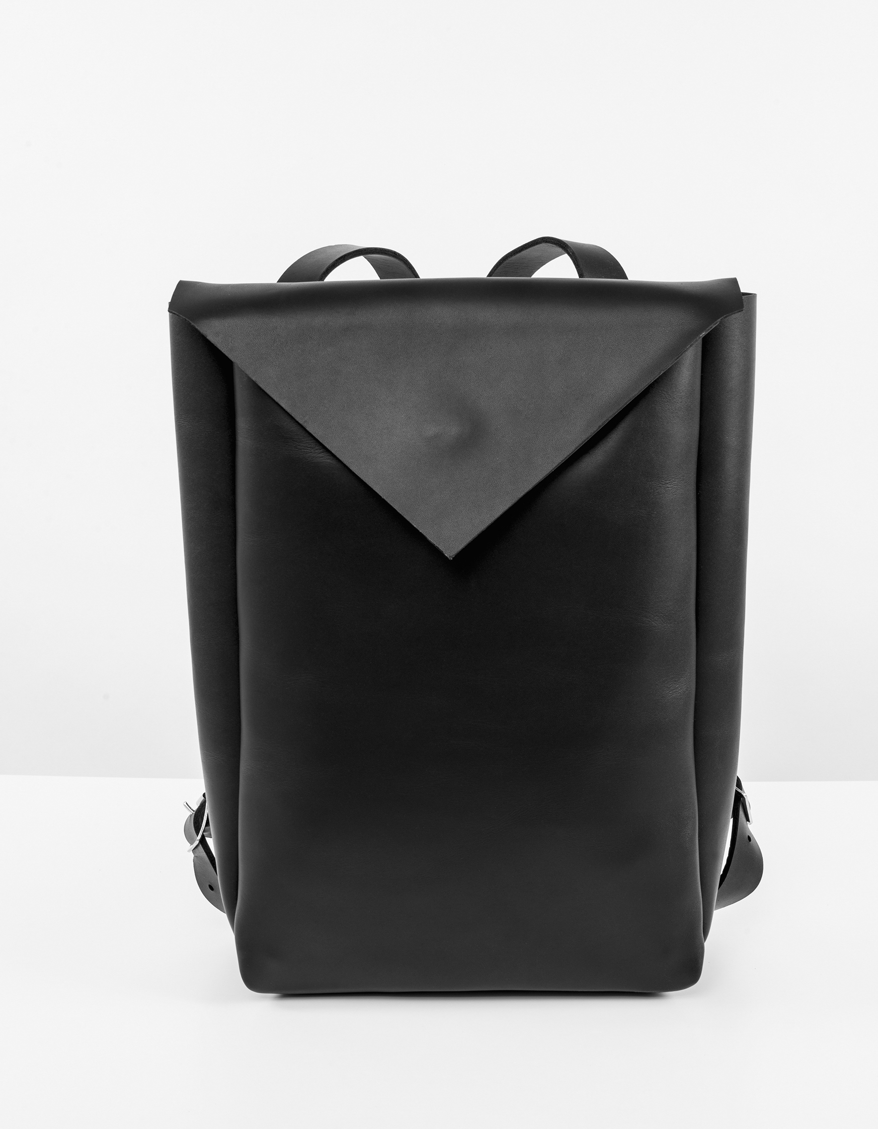 water resistant leather city backpack erikahoc. Black Bedroom Furniture Sets. Home Design Ideas
